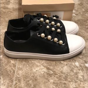 Black sneakers with pearls 7.5